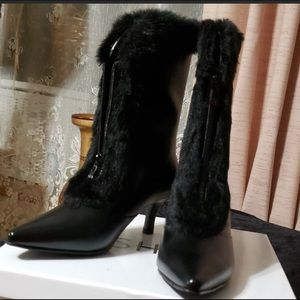 🌈 SALE NIB Ashro black fur lined boots